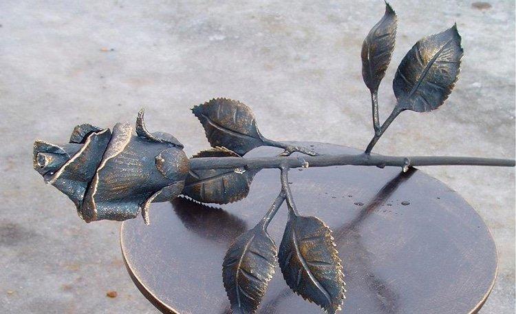 Как выковать розу из металла