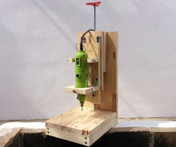 сверлильный станок из дерева и дрели